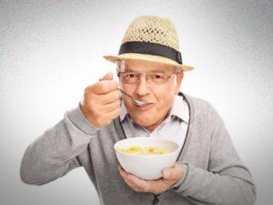 Read more about the article Cuidados na alimentação do idoso